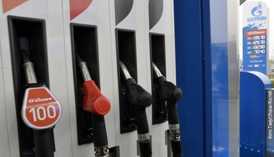Дизел гориво поскупело 3,5 динара, а бензин 1,5 динара по литру