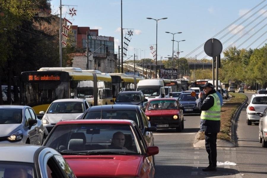 АМСС: На Ибарској магистрали гужва и прекиди саобраћаја