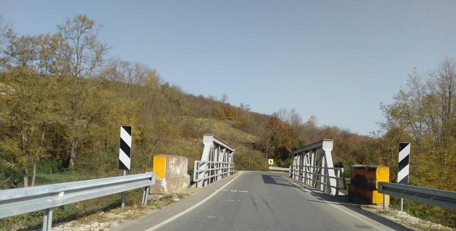 Оштећен мост у Јарменовцима, потребна изградња новог